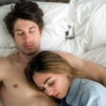 ¿Tu pareja sufre de insomnio? Tú tienes la solución