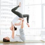 ¿Por qué debes practicar yoga en pareja?